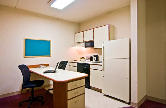 extended stay philadelphia airport reviews